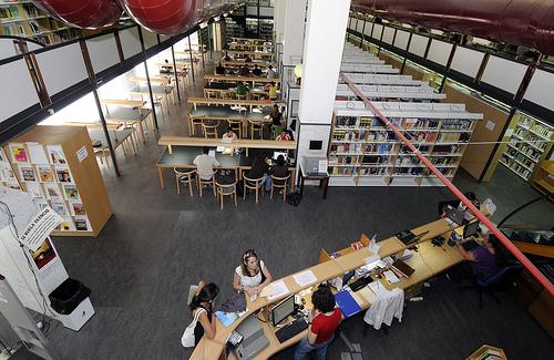 Imagen de la sala proncipal de la Biblioteca del Campus del Obelisco